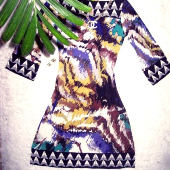 Ali Ro Dresses & Skirts - ALI RO Printed Stretchy Jersey spade 3/4 Slv Dress